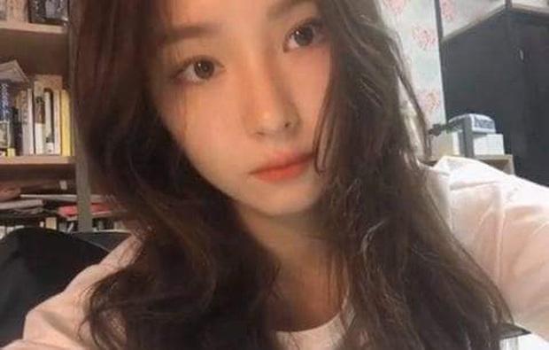 Nữ diễn viên bị ghét nhất Gia đình là số 1 Shin Se Kyung lộ nhan sắc thật qua loạt ảnh chụp bằng camera thường - Ảnh 1.