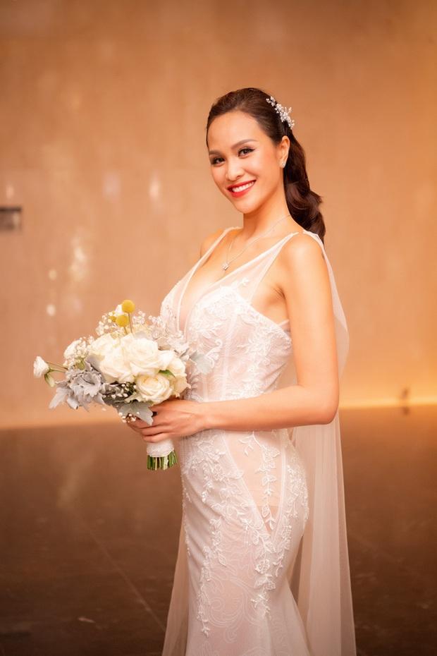 """5 sao Việt thay váy cưới như """"chạy sô"""" trong năm 2019, bộ nào cũng cầu kỳ lộng lẫy chuẩn công chúa cổ tích - Ảnh 13."""
