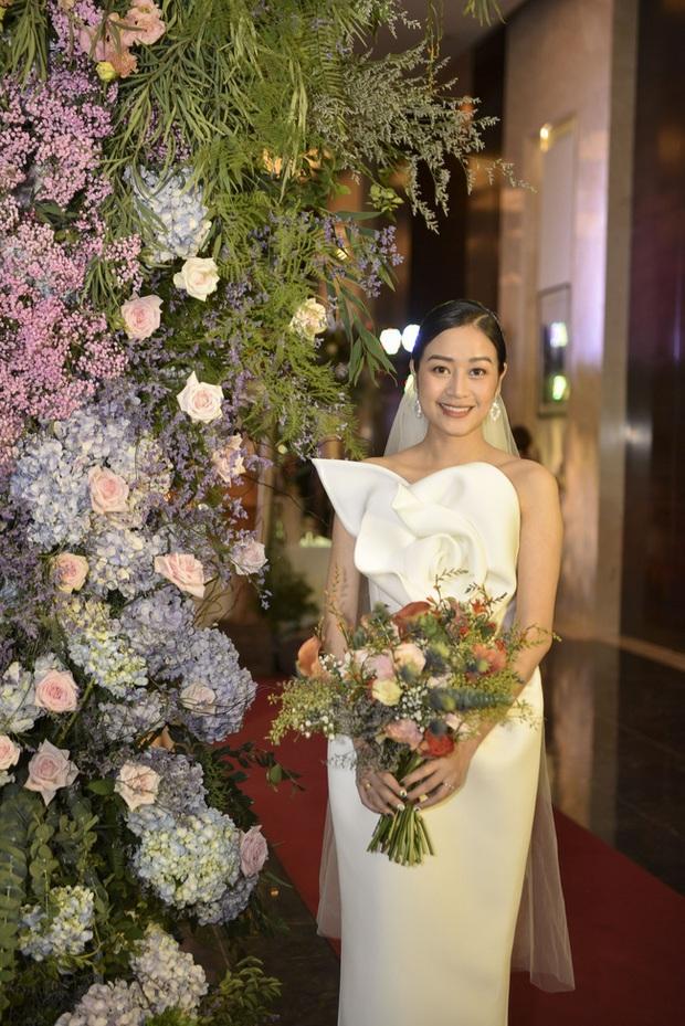 """5 sao Việt thay váy cưới như """"chạy sô"""" trong năm 2019, bộ nào cũng cầu kỳ lộng lẫy chuẩn công chúa cổ tích - Ảnh 15."""