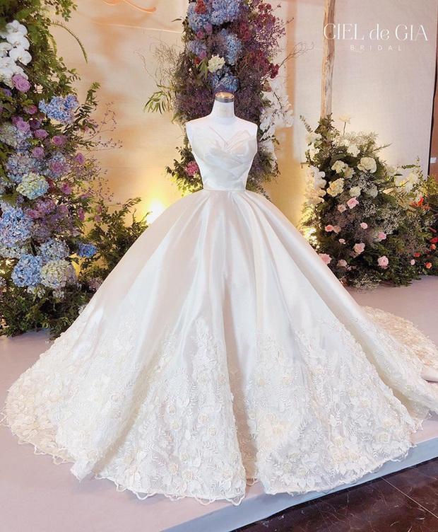 """5 sao Việt thay váy cưới như """"chạy sô"""" trong năm 2019, bộ nào cũng cầu kỳ lộng lẫy chuẩn công chúa cổ tích - Ảnh 17."""