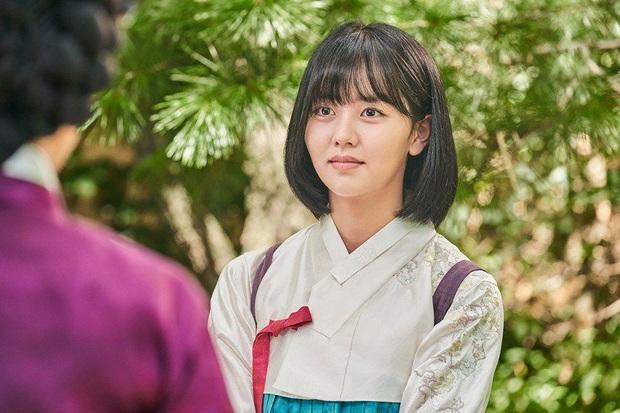 """Từ Kim Tae Hee đến """"cựu sao nhí"""" Kim So Hyun đều xinh truỵ tim ở tạo hình cổ trang phim Hàn - Ảnh 18."""