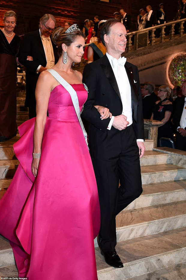 3 nhân vật nữ của Hoàng gia Thụy Điển gây sốt truyền thông, thu hút mọi ánh nhìn bằng vẻ đẹp gợi cảm chết người tại cùng một sự kiện - Ảnh 3.