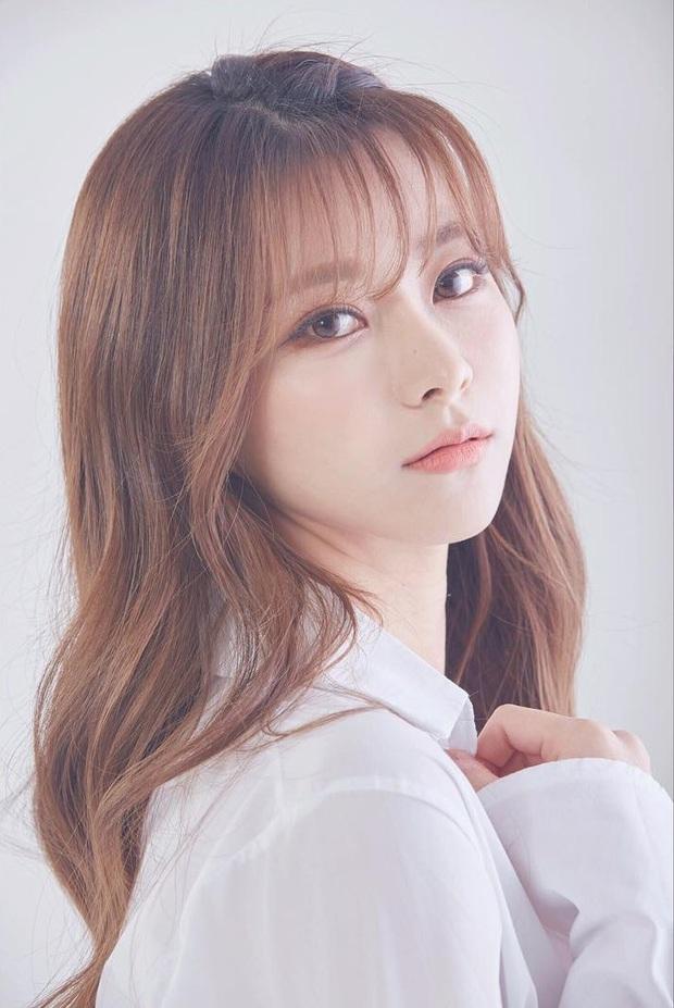 Say đắm với nhan sắc cô nàng thánh nữ MC Kim Su-hyeon của LCK - Ảnh 3.
