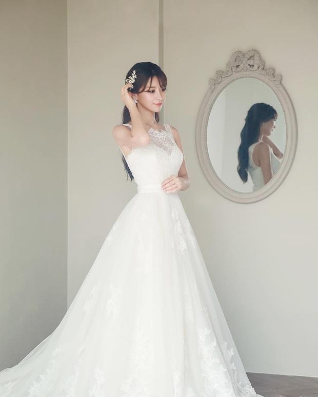 Say đắm với nhan sắc cô nàng thánh nữ MC Kim Su-hyeon của LCK - Ảnh 4.
