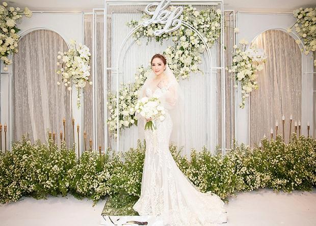 """5 sao Việt thay váy cưới như """"chạy sô"""" trong năm 2019, bộ nào cũng cầu kỳ lộng lẫy chuẩn công chúa cổ tích - Ảnh 5."""