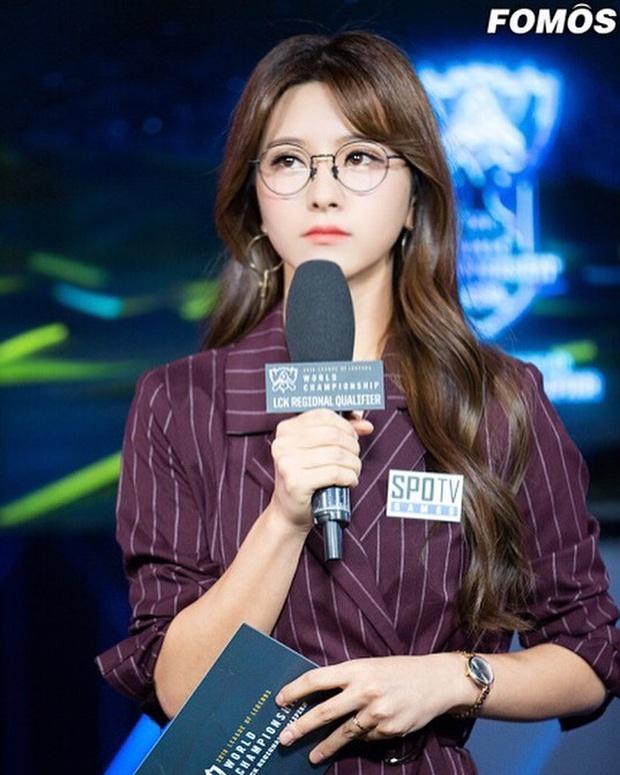 Say đắm với nhan sắc cô nàng thánh nữ MC Kim Su-hyeon của LCK - Ảnh 5.