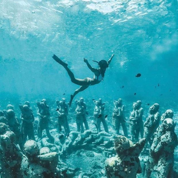 Lặn biển và kết bạn với… những pho tượng, trải nghiệm kỳ lạ chỉ có tại khu vườn điêu khắc dưới đáy đại dương ở Indonesia - Ảnh 4.