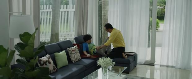 Anh trai yêu quái Kiều Minh Tuấn bị hói già Tiến Luật cưỡng hôn ở parody MV gây sốt của chị Mỹ Tâm - Ảnh 9.