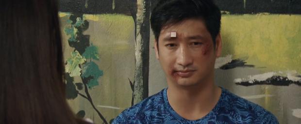 Vừa bị Bảo đập nát mặt, Thái đã đẹp trai trở lại trong một nốt nhạc, sạn này khán giả Hoa Hồng Trên Ngực Trái độ không nổi - Ảnh 1.