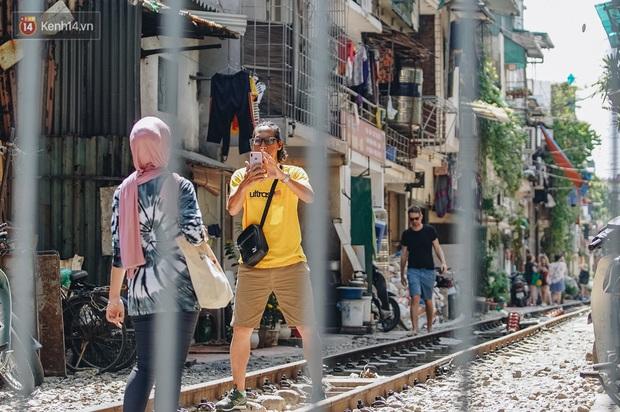 Mặc cho việc đã bị xoá sổ, phố đường tàu Hà Nội vẫn bị liệt vào danh sách những nơi... không nên đến trong 2020 - Ảnh 4.