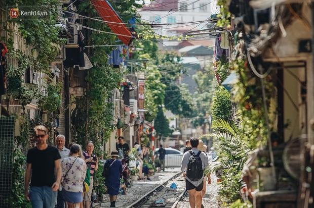 Mặc cho việc đã bị xoá sổ, phố đường tàu Hà Nội vẫn bị liệt vào danh sách những nơi... không nên đến trong 2020 - Ảnh 2.