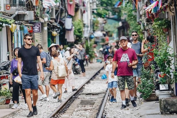 Mặc cho việc đã bị xoá sổ, phố đường tàu Hà Nội vẫn bị liệt vào danh sách những nơi... không nên đến trong 2020 - Ảnh 3.