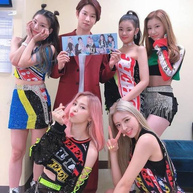 Đàn em ITZY đã xuất hiện trong MV mới của Heechul (Super Junior), liệu TWICE có kết hợp cùng Red Velvet như đồn đoán? - Ảnh 4.