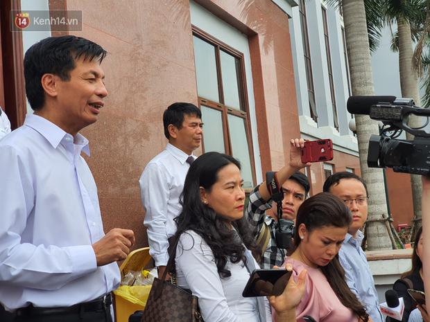 Xin đổi thẩm phán không thành, bà Lê Hoàng Diệp Thảo rưng rưng: Cả 5 mẹ con tôi van xin HĐXX xem xét để chúng tôi có cơ hội đoàn tụ, chăm sóc sức khỏe cho chồng - Ảnh 8.