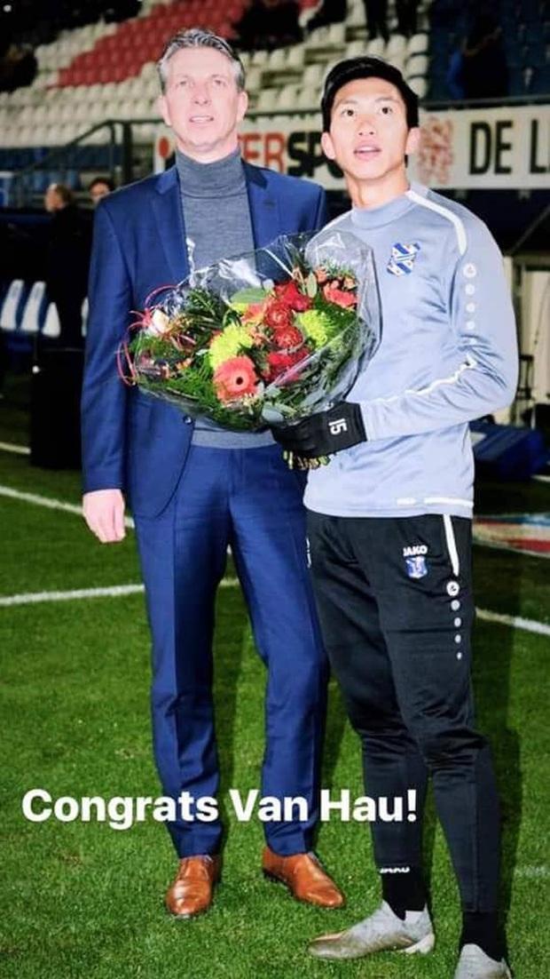 Lễ tôn vinh Văn Hậu: Đội bóng Hà Lan chiếu 2 bàn thắng của chàng trai Việt Nam ở chung kết SEA Games 30 cho khán giả theo dõi trên màn hình lớn - Ảnh 2.
