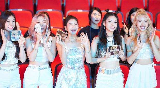 Đàn em ITZY đã xuất hiện trong MV mới của Heechul (Super Junior), liệu TWICE có kết hợp cùng Red Velvet như đồn đoán? - Ảnh 1.