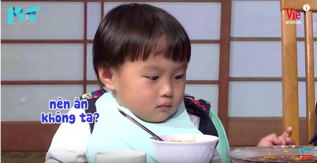Quỳnh Trần JP réo tên Trấn Thành ngay trong lần đầu ăn thử đuông dừa trên truyền hình, loạt biểu cảm của bé Sa trước món này khiến fan cười ngất - Ảnh 12.