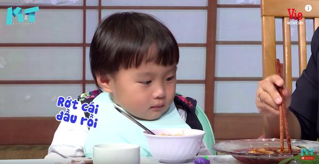Quỳnh Trần JP réo tên Trấn Thành ngay trong lần đầu ăn thử đuông dừa trên truyền hình, loạt biểu cảm của bé Sa trước món này khiến fan cười ngất - Ảnh 14.