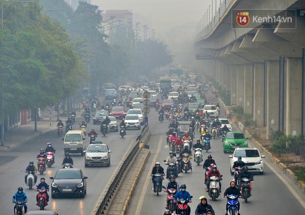 Không khí Hà Nội tiếp tục ô nhiễm nghiêm trọng khiến nhiều người phải thốt lên đầy hoang mang: Không muốn bước ra đường luôn - Ảnh 11.