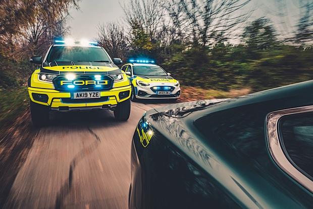 Tài xế bị bắt vì dám cả gan cà khịa đua xe với cảnh sát - Ảnh 1.