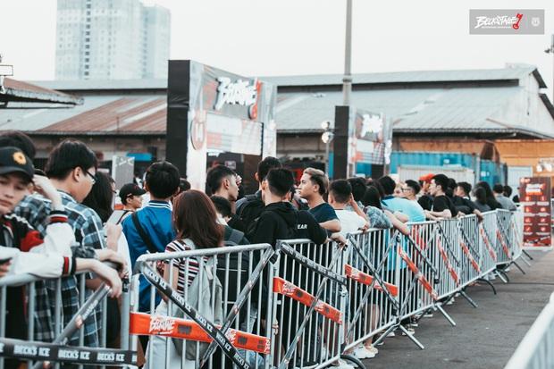 Bên trong sân khấu battle rap hình chìa khoá chất phát hờn, hàng nghìn bạn trẻ xếp hàng dài đón chờ BeckStage Unexpected Rap Fest - Ảnh 4.