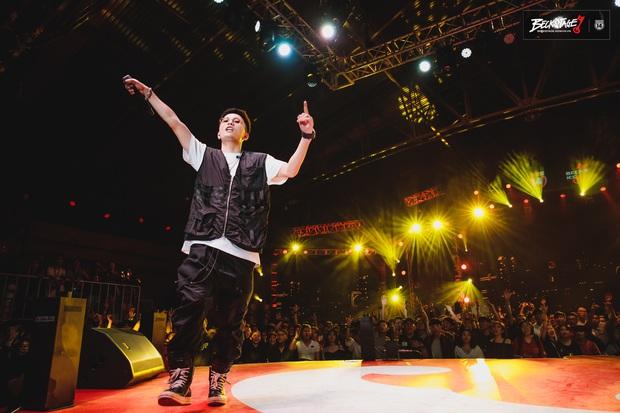 Bộ đôi rapper Rhymastic và Blacka mở màn đại nhạc hội BeckStage: Trình diễn Đây là Việt Nam, fan rap Việt chưa bao giờ tự hào đến thế! - Ảnh 10.