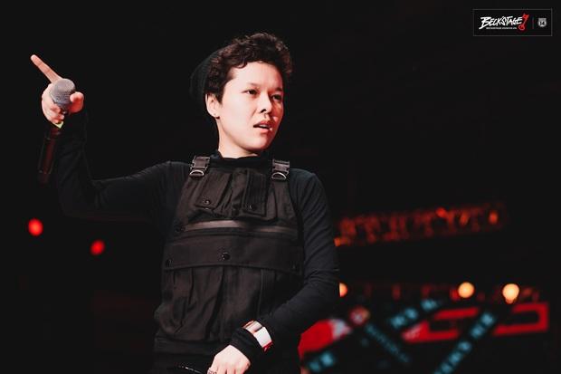 Tuy không thể biến mùa hạ thành mùa đông nhưng Tiên Tiên có thể biến sân khấu BeckStage thành concert riêng của mình! - Ảnh 2.