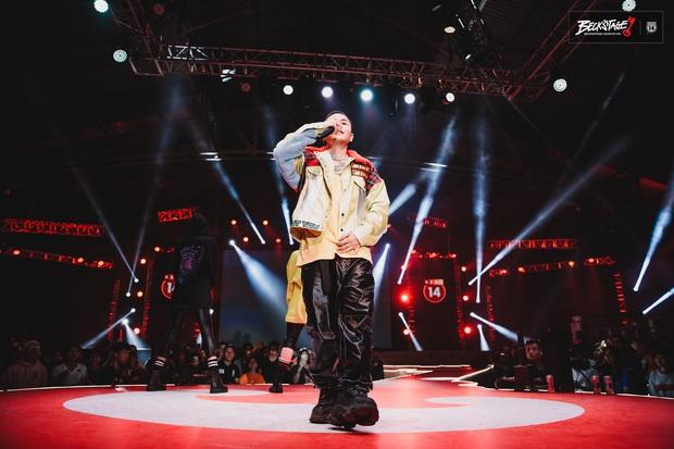 BeckStage đi vào hết! Ông vua của đêm nay - Binz đem cả gái Tây lẫn... nghệ nhân hát bội lên sân khấu cùng quẩy - Ảnh 2.