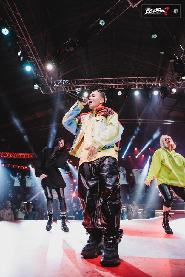 BeckStage đi vào hết! Ông vua của đêm nay - Binz đem cả gái Tây lẫn... nghệ nhân hát bội lên sân khấu cùng quẩy - Ảnh 5.