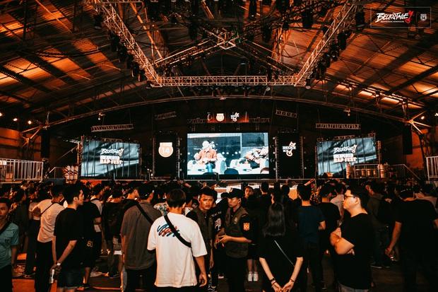 Bên trong sân khấu battle rap hình chìa khoá chất phát hờn, hàng nghìn bạn trẻ xếp hàng dài đón chờ BeckStage Unexpected Rap Fest - Ảnh 13.