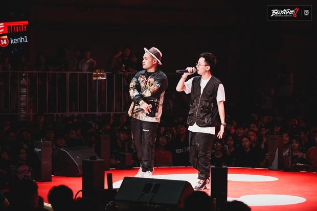 Bộ đôi rapper Rhymastic và Blacka mở màn đại nhạc hội BeckStage: Trình diễn Đây là Việt Nam, fan rap Việt chưa bao giờ tự hào đến thế! - Ảnh 4.