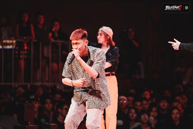 Bộ đôi rapper Rhymastic và Blacka mở màn đại nhạc hội BeckStage: Trình diễn Đây là Việt Nam, fan rap Việt chưa bao giờ tự hào đến thế! - Ảnh 7.