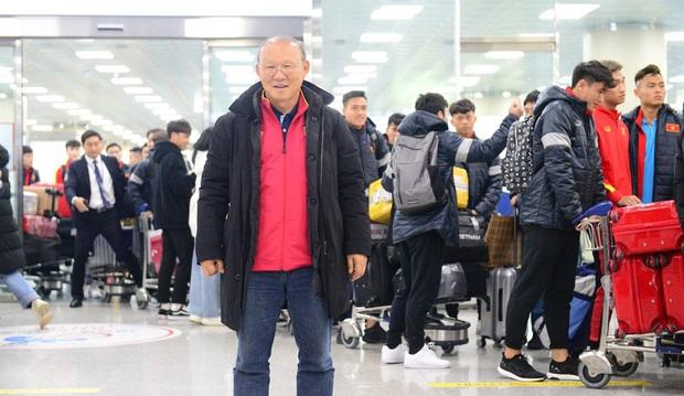 Báo Hàn cực ngỡ ngàng với sức hút của thầy trò HLV Park Hang-seo: Một khung cảnh tuyệt vời! Fan đã chờ nhiều giờ chỉ để được gặp toàn đội - Ảnh 3.