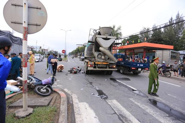 Nam thanh niên chết thảm, shipper thất thần sau tai nạn liên hoàn giữa 2 xe máy và xe trộn bê tông - Ảnh 2.