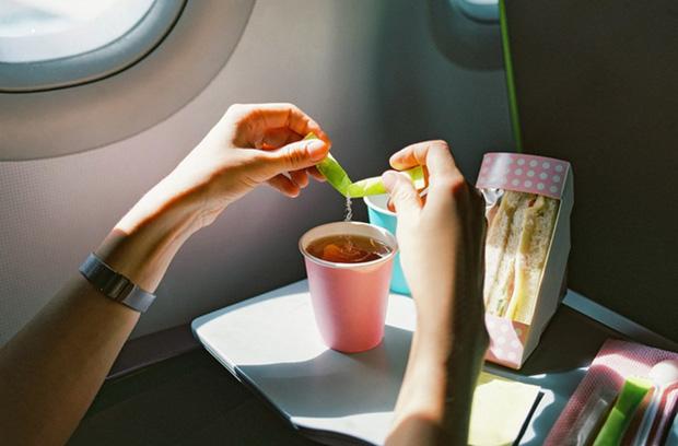 5 thứ hoàn toàn miễn phí mà du khách có thể xin thêm khi đi máy bay, nhưng không phải ai cũng biết cách để order - Ảnh 3.
