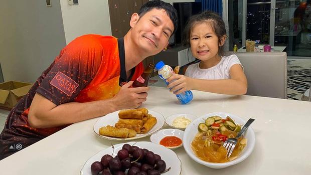 Con gái Huy Khánh nhiều lần bị chê thiếu ý tứ, hỗn hào nhưng nam diễn viên vẫn một mực bảo vệ, nghe lý do thì đầy thuyết phục - Ảnh 2.