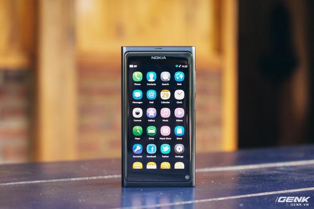 Nhìn lại Nokia N9: Kẻ tiên phong ngã ngựa - Ảnh 1.