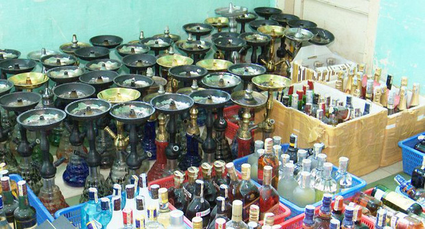 Phát hiện 59 bình shisha, gần 400 chai rượu ngoại không rõ nguồn gốc trong quán bar ở Đà Nẵng - Ảnh 2.