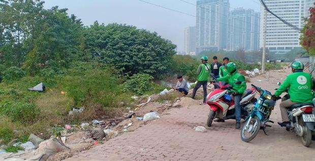 Hà Nội: Người dân bàng hoàng phát hiện thi thể thai nhi trong túi ni lông ở bãi rác - Ảnh 1.