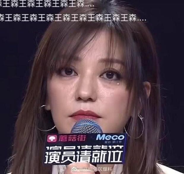 Nhan sắc thực sự của Triệu Vy được tiết lộ trên sóng truyền: Bọng mắt lớn, dấu hiệu lão hoá quá rõ ràng - Ảnh 1.