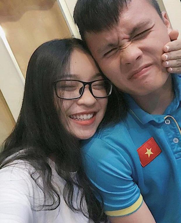 """Dân tình tiếc cho """"mối tình năm 17 tuổi"""" của Nhật Lê dành cho Quang Hải: Xin lỗi vì đã yêu em lúc anh nhìn ai cũng muốn tán! - Ảnh 2."""