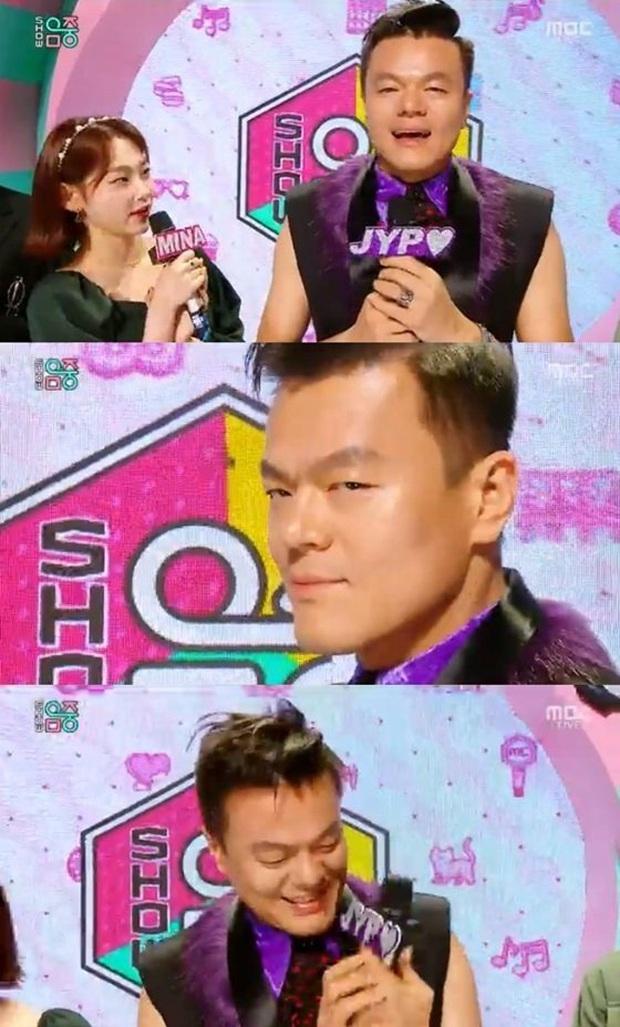 Lâu lâu mới thấy Ông trùm JYP Park Jin Young trở lại Show! Music Core nhưng phản ứng của Sunmi lại khiến fan cười chảy nước mắt - Ảnh 1.