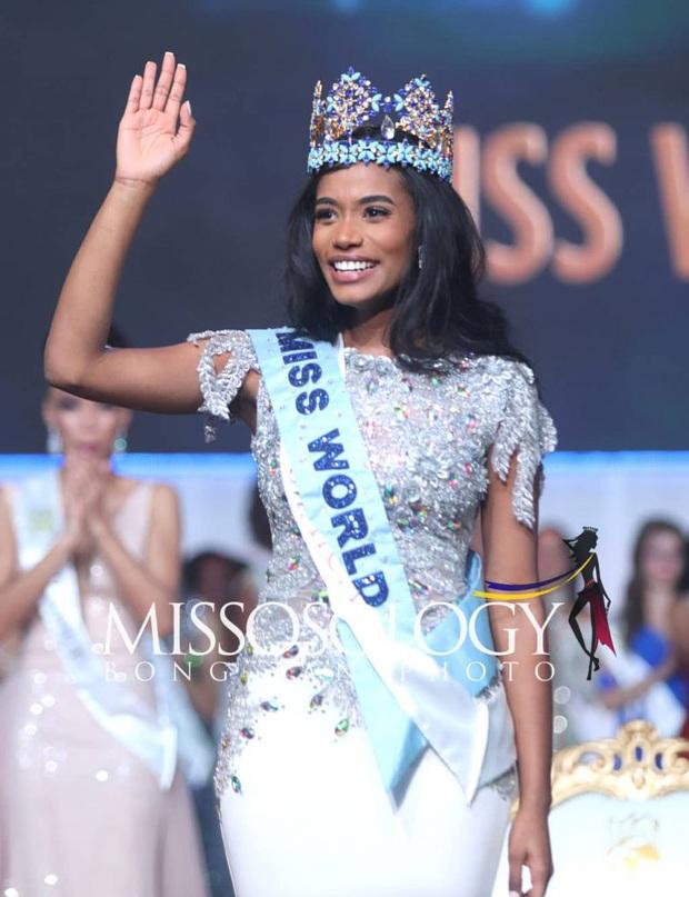 Góc trùng hợp ngỡ ngàng: Loạt mỹ nhân quốc tế nắm tay đại diện Việt Nam đều đã đăng quang Hoa hậu - Ảnh 5.