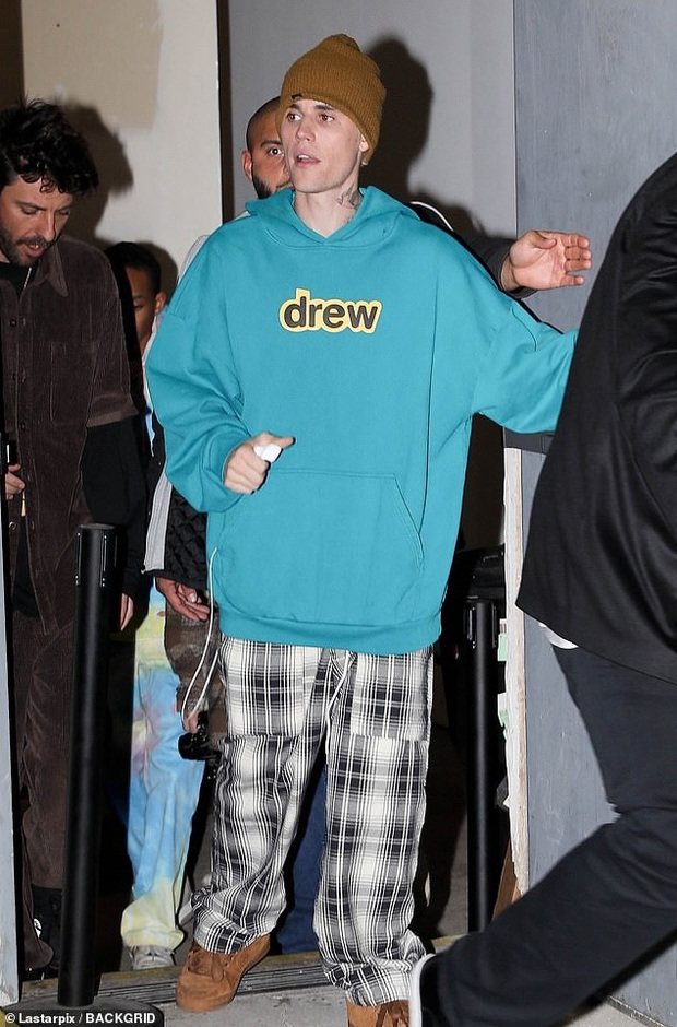 Vợ chồng Justin Bieber tổ chức sự kiện, nhưng hotgirl hóa tỷ phú Kylie Jenner chiếm hết spotlight vì giọng ca bất ngờ - Ảnh 1.