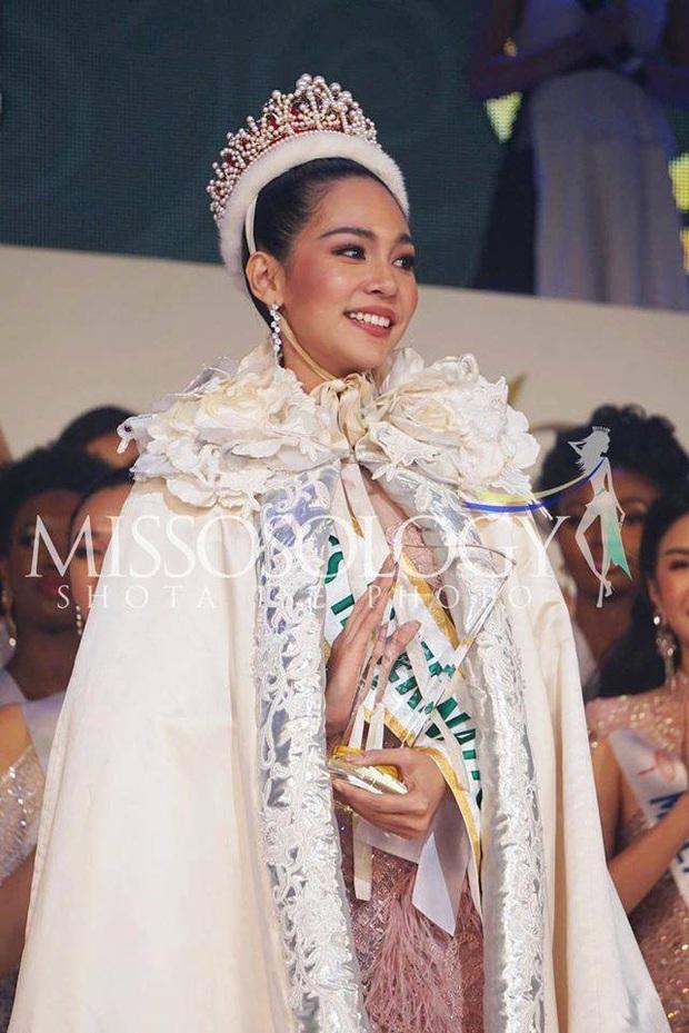 Góc trùng hợp ngỡ ngàng: Loạt mỹ nhân quốc tế nắm tay đại diện Việt Nam đều đã đăng quang Hoa hậu - Ảnh 4.