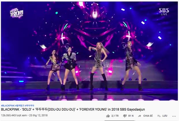 Nhìn lại sân khấu trăm triệu views cực đỉnh của BLACKPINK: Lần đầu cả 4 mẩu cùng nhảy SOLO, màn thay váy thần tốc của Jennie khiến netizen trầm trồ - Ảnh 6.