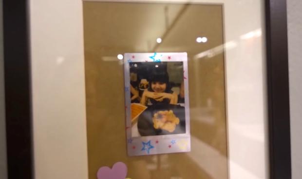 """Nhà hàng Thái Lan """"u mê"""" Lisa (BLACKPINK) tới mức đóng hộp kính chiếc thìa Lisa từng dùng, thậm chí không rửa, vẫn còn... dính cơm - Ảnh 7."""