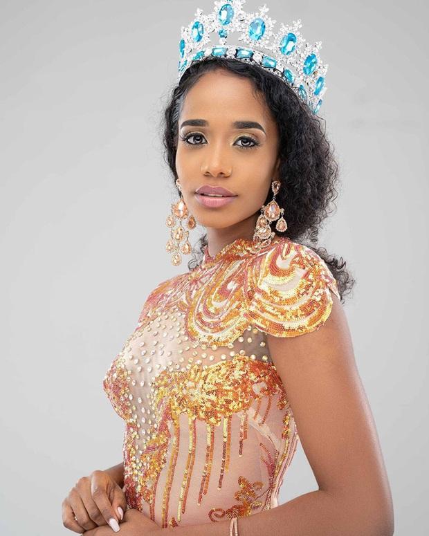 Mỹ nhân Jamaica vừa đăng quang Miss World 2019: Đẹp khoẻ khoắn, đã học vấn đáng nể lại còn hát hay như Whitney Houston - Ảnh 2.