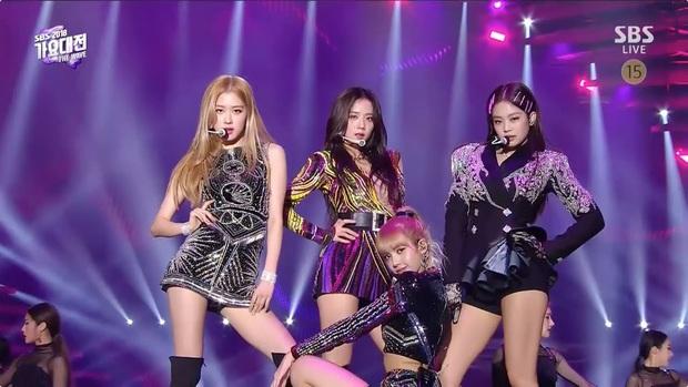 Nhìn lại sân khấu trăm triệu views cực đỉnh của BLACKPINK: Lần đầu cả 4 mẩu cùng nhảy SOLO, màn thay váy thần tốc của Jennie khiến netizen trầm trồ - Ảnh 7.