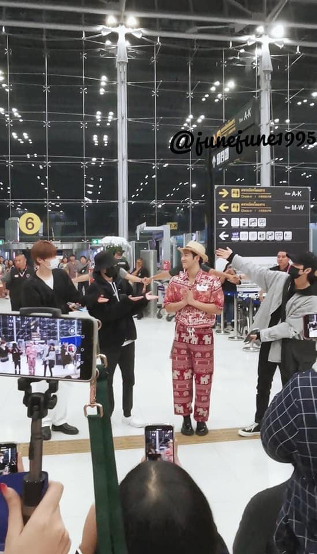 Quỳ với thời trang sân bay của idol nhóm NU'EST: Diện nguyên bộ đồ thổ cẩm như sợ cả thế giới không biết mình vừa đi Thái Lan về! - Ảnh 6.